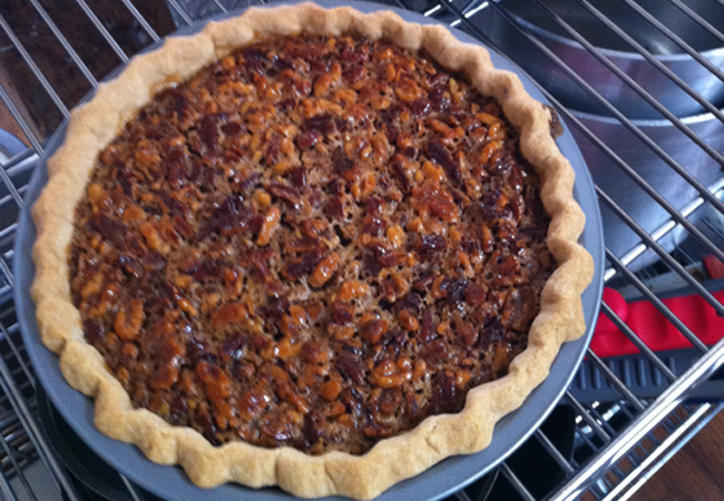 Thanksgiving dessert: pecan pie